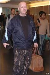 Boy George volta para Londres depois de prisão nos EUA