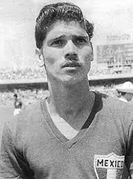"""""""El Club Deportivo Guadalajara lamenta la pérdida de uno de sus más grandes ídolos. Descanse en paz el gran Salvador 'Chava' Reyes"""", informó la directiva. - 1356865617_extras_mosaico_noticia_1_1"""