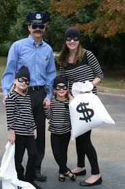 2 Halloween Costumes Boy 20 Family Costumes Ideas Family Halloween
