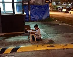 Story of Filipino homeless boy who does his homework outside     This photo of Daniel Cabrera quietly studying in the light from a McDonald     s restaurant in Mandaue