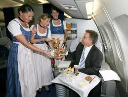 http://t3.gstatic.com/images?q=tbn:EIvTL9Tpo_21sM:http://www.n24.de/media/_fotos/3panorama/2008_9/september_8/080922_2/galeriedirndl/Lufthansa.jpg