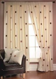 fotos de cortinas para salas pequenas de apartamento