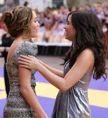 موسوعه صور ديمي للمسن Miley-Cyrus-and-Demi-Lovato-0409-1