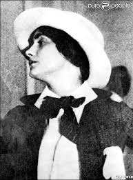 http://t3.gstatic.com/images?q=tbn:aklH9NoIhW5z2M:http://static1.purepeople.com/articles/6/70/56/%40/25385-coco-chanel-637x0-1.jpg