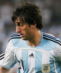 Pelatih Argentina Diego Maradona mengatakan peluang Milito menjadi penyerang utama timnas sama dengan pemain lain