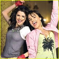 موسوعه صور ديمي للمسن Selena-gomez-demi-lovato-one-same