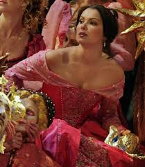 http://t3.gstatic.com/images?q=tbn:eyFHfWT0xj2flM:http://thelastverista.files.wordpress.com/2009/12/netrebko-as-antonia.jpg