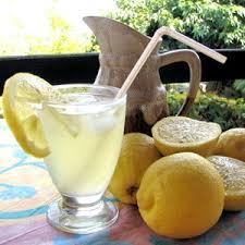 http://t3.gstatic.com/images?q=tbn:hxw_7kqbsx9AdM:http://www.linternaute.com/femmes/cuisine/gastronomie/selection/chic-un-pique-nique/image/citronnade-441502.jpg