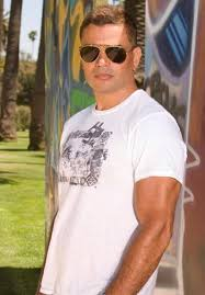 Amr Diab in a fight!