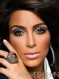 Kim Kardashian � 23