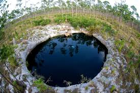 [FLOOD!] Sujet au plus grand nombre de pages - Page 30 P3-Abaco-Blue-Holes-Credit.-Curt-Bowen