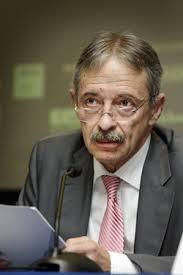 Julio Segura pide bajar la dependencia de las agencias calificadoras