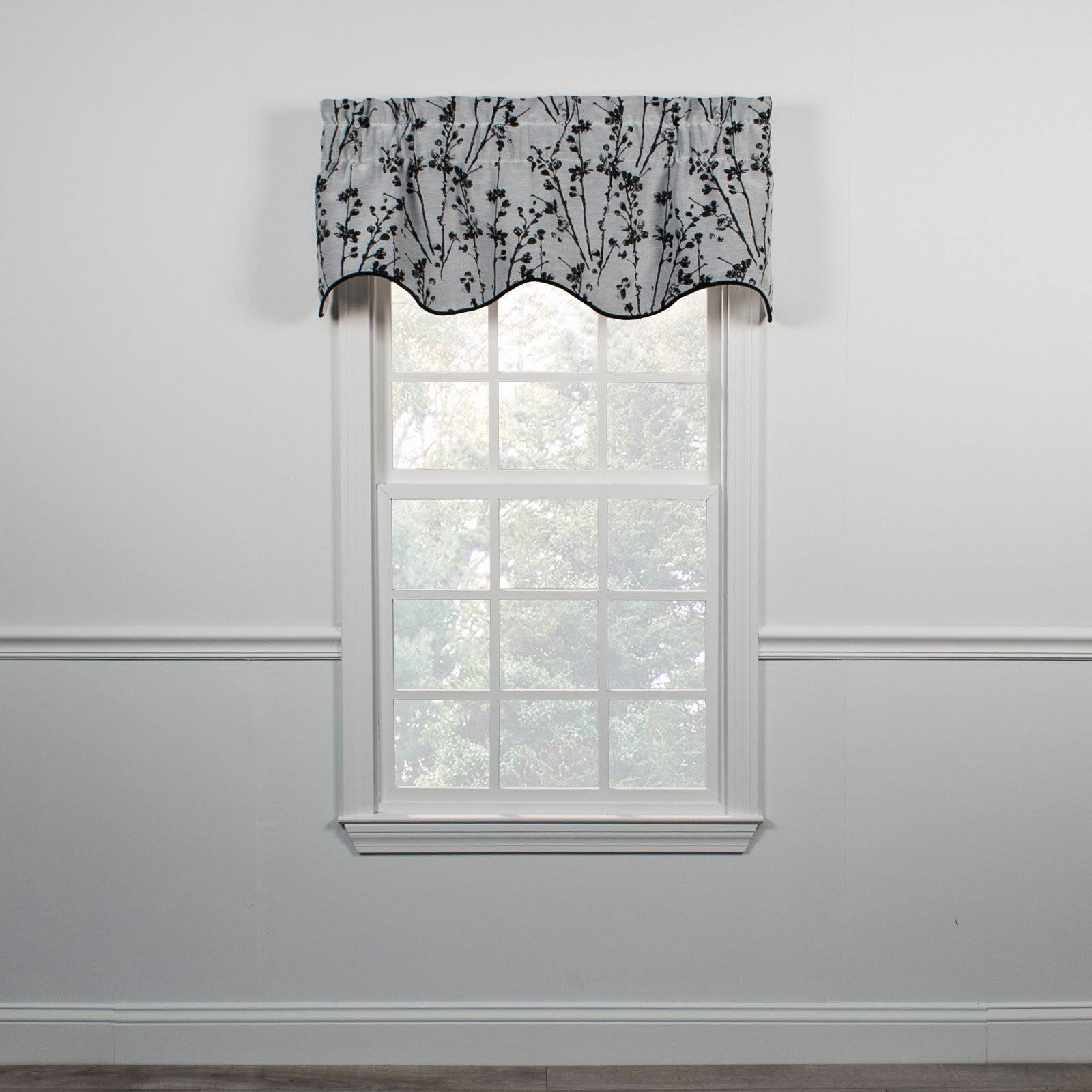 Ellis Curtain Meadow Lined Scallop Valance