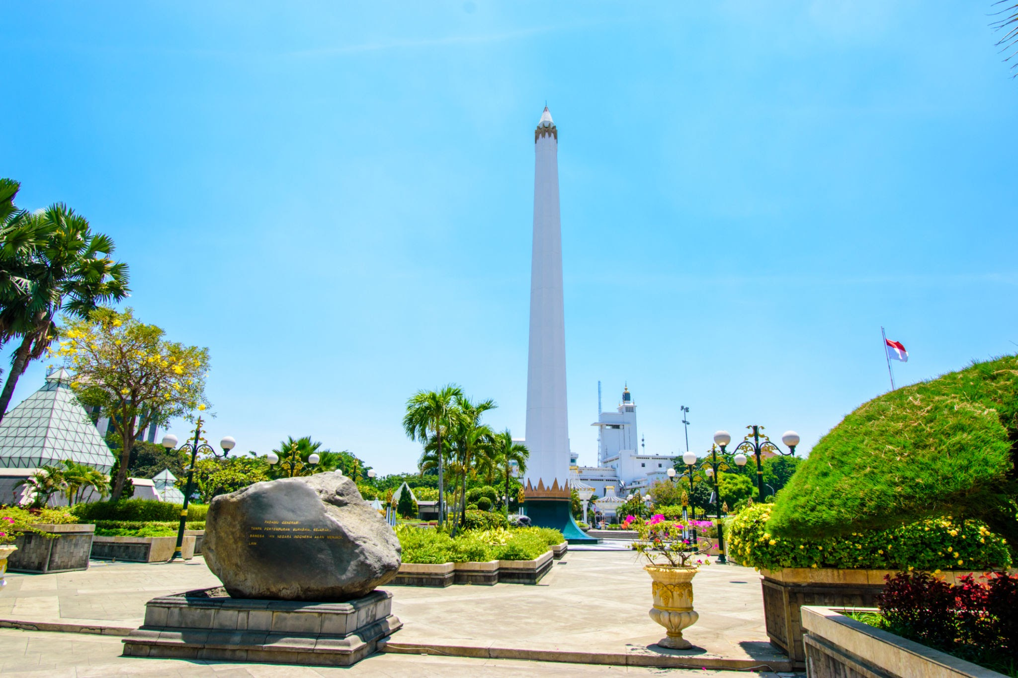 Heroes Monument and 10th November Museum
