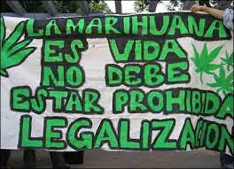 pancarta por la legalización de la marihuana