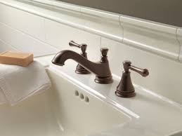 Delta Victorian Bronze Bathroom Faucet by Faucet Com 3595lf Mpu Lhp In Chrome By Delta