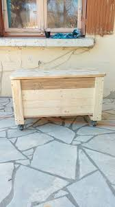 Build Wooden Toy Chest by Build This Wooden Pallet Chest