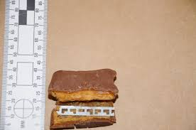 Tampered Halloween Candy 2014 update photo razor blade found inside child u0027s halloween chocolates