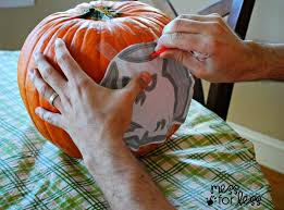Steps To Carve A Pumpkin Worksheet by Making Memories Family Pumpkin Carving Mess For Less
